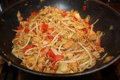Pittige spitskool met paprika en kip