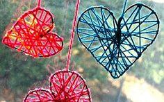 Decoration for Valentine& Day - knitting hearts on the .- Dekoration zum Valentinstag selber basteln – Strickherzen am Fenster DIY decoration for Valentine& Day – knitting hearts at the window - Kids Crafts, Valentine Crafts For Kids, Crafts For Kids To Make, Valentines Diy, Holiday Crafts, Art For Kids, Diy And Crafts, Craft Projects, Arts And Crafts
