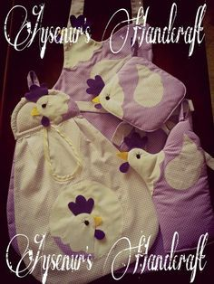 horozlu poşetlik, önlük, fırın eldiveni ve nihale. purple rooster apron, plastic bag holder, oven mitt and trivet <3 <3 <3