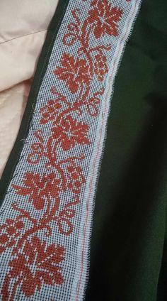 Easy Cross Stitch Patterns, Cross Stitch Borders, Simple Cross Stitch, Embroidery Books, Cross Stitch Embroidery, Ethnic Bag, Palestinian Embroidery, Recycling Ideas, Crochet Stitches