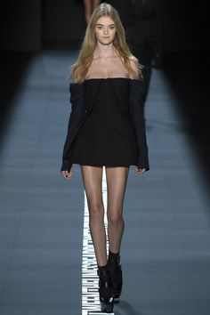 Vera Wang Spring 2017 Ready-to-Wear Fashion Show - Willow Hand