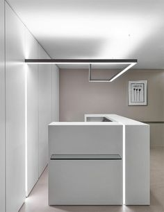 Lighting lines design - My Interior Design Ideas Reception Desk Design, Office Reception, Lobby Design, Office Lighting, Interior Lighting, Kitchen Lighting, Linear Lighting, Lighting Design, Lighting Ideas