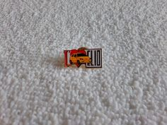 Vintage France/French Renault Clio Automotive pin badge