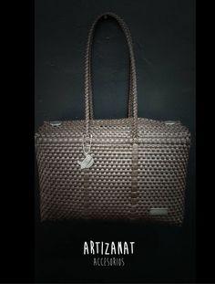 Un bolso siempre es el regalo perfecto y más si es artesanal, hecho a mano por manos mexicanas.