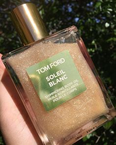 "Tom Ford Soleil Blanc Shimmering Body Oil ""Look how gorgeous this bottle glistens in the sun ✨✨✨ Now can you imagine slathering this on the body. Ahhhhhh, I'm seriously obsessed!"" #body #beauty"