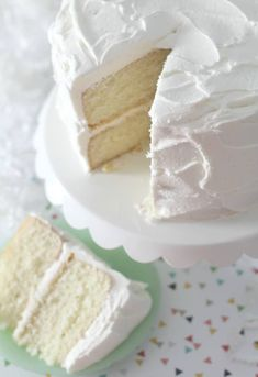 My favorite vanilla bean cake. A scratch cake that is moist, full vanilla bean f… My favorite vanilla bean cake. A scratch cake that is moist, full vanilla bean flavor, rich and buttery with a hint of almond flavor. Köstliche Desserts, Delicious Desserts, Dessert Recipes, White Cake Recipes, Vanilla Desserts, Plated Desserts, Slow Cooker Desserts, Vanilla Bean Cakes, Vanilla Beans