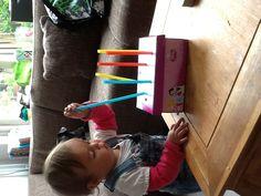 Schoenendoos+gaatjes in deksel+rietjes = dreumes die heel geconcentreerd bezig is... Baby Sensory, Sensory Activities, Sensory Play, Activities For Kids, Crafts For Kids, Quiet Time Boxes, Gomez, Games For Toddlers, Kids Artwork