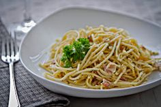 I used to catch BBC show Rick Stein's Mediterranean Escape on television all the time when we were living back in New Zealand. One of the di. Rick Stein, Spaghetti, Italian Style, Food Photography, Pasta, Ethnic Recipes, Blog, Pizza, Blogging