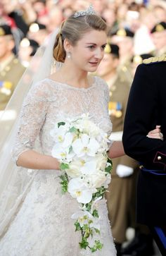 When Belgian Countess Stephanie de Lannoy married Prince Guillaume of Luxembourg, all eyes were on her exquisite cascading bridal bouquet of orchids and ivy, created for her by Maison Lachaume.