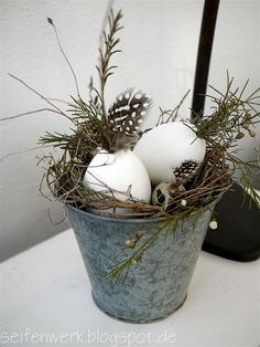 15 Farmhouse style Rustic Easter Decorations Ideas - Hike n Dip - - If you are looking for a classic Easter decoration, then try farmhouse style rustic Easter decorations. Get the best Farmhouse Easter decorating ideas here. Farmhouse Style, Farmhouse Decor, Rustic Style, Fleurs Diy, Decoration Christmas, Deco Floral, Soap Making, Easter Crafts, Happy Easter