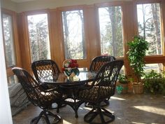 Wicker dining, just a warm look