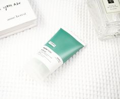 Reviewed: Hylamide Matte 12 Primer   It was a while ago that I met with the lovely Laura from Deciem who kindly sent me a couple of products to test. I explained to her about my combination skin and she suggested the Hylamide Finisher Matte 12 Primer and am I so glad she did! To be honest at first I didn't really give it a proper chance. It would be the last thing I pulled out of my makeup bag I am really not sure why maybe the packaging just didn't stand out. Fickle aren't I? But that was…