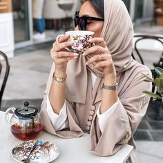 Iranian Women Fashion, Arab Fashion, Muslim Fashion, Fashion Games, Fashion Outfits, Sporty Fashion, Mod Fashion, Mode Abaya, Hijab Fashionista