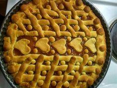Υλικά         250 γρ. βούτυρο   125 γρ. ζάχαρη   2 αυγά       1 βανίλια,   1/2 κιλό αλέυρι μαλακό   2 κουταλάκι baking powder   300 γρ. μαρμελάδα της αρεσκείας μας    Εκτέλεση  Χτυπάω στο μίξερ 250 γρ. βούτυρο μαζί με 125 γρ. ζάχαρη, Cookie Bars, Bar Cookies, Apple Pie, Sweet Recipes, Flora, Pasta, Desserts, Cakes, Apple Cobbler