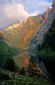 The Fälensee at dawn, on the way to Freiheit Südwand
