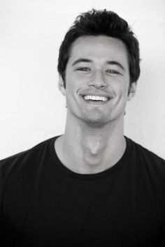 Matthew Atkinson, age: unknown, hotness rating: off the charts! And he has dimples