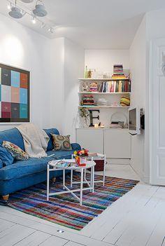 tv an wand... Wertvolle Wohnung in Weiß mit Shabby Chic Details in Göteborg
