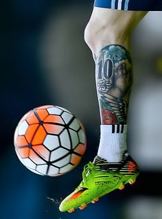 Messi food and wine address change - Recipes Cr7 Messi, Messi Soccer, Messi 10, Neymar Jr, Messi Football Boots, Football Shoes, Messi Tattoo, Lionel Messi Wallpapers, Guy Fashion