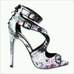I NEED these Steven Madden floral print heels!!!