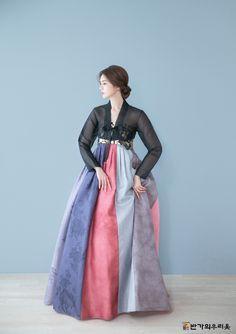 Korean Outfits- Image Ideas – Ideas for all Dresses & Outfits for All Ocassions Korean Hanbok, Korean Dress, Korean Outfits, Korean Traditional Dress, Traditional Dresses, Hanbok Wedding, Dress Outfits, Fashion Dresses, Korean Street Fashion