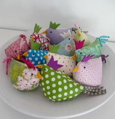Cute Tattoos For Women, Fabric Animals, Small Sewing Projects, Wonderful Things, Sewing Clothes, Pin Cushions, Easter Crafts, Happy Easter, Sewing Tutorials