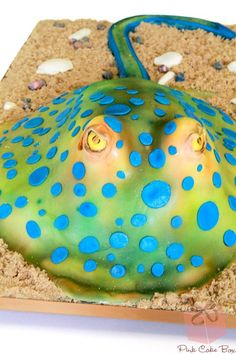 This bluespotted stingray cake was created for a couple who both have a love and appreciation for sea life. The groom, who the cake was especially made Pretty Cakes, Beautiful Cakes, Amazing Cakes, Pink Cake Box, Box Cake, Fondant Cakes, Cupcake Cakes, Cupcakes, Ocean Cakes