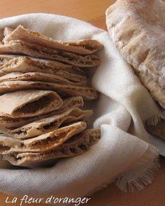 U ne spécialité du moyen orient appelé aussi pain libanais, pain arabe ou pide en Turquie. Sous forme de galette très fine, il se déguste fourré comme un sandwitch selon le goût de chacun. Ingrédients : 2 verres de farine T45 4 verres de farine complète...