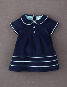 peter pan collar, piping, reglan pleats