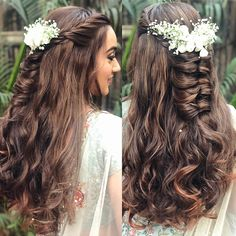 wedding hairstyles indian Cascade of curls almost like a chocolate Dutch braid embellished with the seasons freshest blooms. Open Hairstyles, Braided Ponytail Hairstyles, Wedding Hairstyles For Long Hair, Indian Hairstyles, Braided Buns, Bridal Hairstyles, Hairdos, Bridal Hairstyle Indian Wedding, Diy Wedding Hair