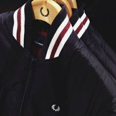Harrington a primavera: Fred Perry clothing Fred Perry Clothing, Fred Perry Jacket, Skinhead Fashion, Skinhead Style, Autumn Fashion For Teens, Mens Joggers, Cool Jackets, Mod Fashion, Sharp Dressed Man
