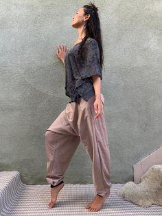 Harem Pants Men, Black Harem Pants, Nomad Fashion, Women's Fashion, Summer Outfits Women, Fall Outfits, Lounge Pants Outfit, Organic Lifestyle, Assassin