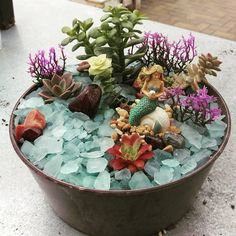 Container Gardening Ideas Save this to learn how to decorate your home with a creative take on fairy gardens — miniature mermaid gardens. - Take that miniature garden under the sea. Indoor Fairy Gardens, Miniature Fairy Gardens, Outdoor Gardens, Suculentas Diy, Cactus Y Suculentas, Pot Jardin, Mermaid Fairy, Mermaid Lagoon, Vintage Garden Decor
