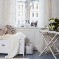 Kid interiør  Facebok Entryway Tables, Sweet Home, Decor Ideas, Facebook, House Styles, Furniture, Home Decor, Decoration Home, House Beautiful
