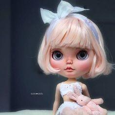 Peach je nyní k dispozici v mém obchodě Etsy  #custom #blythe #doll #jodiedolls #puppelinacustomeyechips #artdoll #kawaii #toy #japan