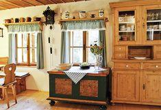 Zrenovovaný starý nábytek nepůsobí jako muzejní exponáty, ale dobře slouží Simply Home, Cottage Interiors, Vintage Country, Rustic Decor, Home Kitchens, Liquor Cabinet, Interior Decorating, Shabby Chic, Sweet Home