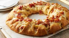 Oh yes, we did! We took a crescent ring and filled it with creamy chicken Alfredo pasta. Brilliant? We think so. Delicious? Absolutely. Oh, and did we mention that we loaded it with bacon, too? We loaded it with bacon, too.