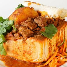 Bunny Chow Recipe is one of South African most loved dishes. Dish consisting of a hollowed-out loaf of white bread filled with curry. South African Dishes, West African Food, South African Recipes, Indian Dishes, Asian Recipes, Mexican Food Recipes, South African Bunny Chow, Africa Recipes, Jamaican Recipes