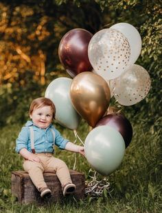 Baby Shoot, 2nd Birthday Pictures, Baby Boy 1st Birthday, First Birthday Balloons, Bolo Mickey, 1st Birthday Photoshoot, Balloon Lights, Birthday Photography, Green Wedding