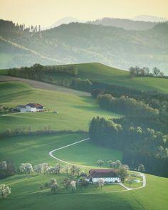 No photo description available. Austria, Paths, Golf Courses, Instagram, Nature, Beautiful, Scenery, Naturaleza, Natural