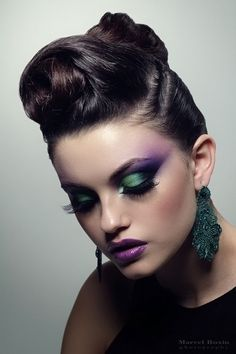 Purple and green eyeshadow and purple lipstick Makeup Inspo, Makeup Inspiration, Beauty Makeup, Hair Makeup, Hair Beauty, Beauty Art, Beauty Ideas, Makeup Ideas, Pretty Halloween
