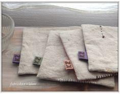 四角や三角。小さな布をパッチしてコースターを作りました。ミシンでダダダッとハギレをぬいつけたりグシグシとステッチしたり。返し口はいつものようにザックリ手縫いで縫い閉じました。裏は素朴な織の綿麻です。ステッチ&玉止めの跡は隠しませーん。楽しい