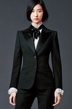 Women's Spring Summer 2020 Collection - Haute Couture - Black suite Dolce & Gabbana Woman's Apparel – Collection Fall Winter 2014 2015 Informations Abou - Look Fashion, High Fashion, Fashion Outfits, Womens Fashion, Fashion Brands, Style Androgyne, Only Blazer, Suits For Women, Clothes For Women