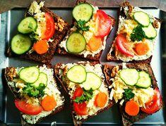 Jak připravit výborný domácí kváskový chléb - Vegan.cz Avocado Egg, Avocado Toast, Eggs, Breakfast, Food, Morning Coffee, Essen, Egg, Meals
