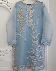 Simple Pakistani Dresses, Pakistani Fashion Casual, Pakistani Wedding Outfits, Pakistani Dress Design, Indian Dresses, Pakistani Clothing, Wedding Hijab, Wedding Pins, Stylish Dresses For Girls