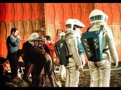 🎬 Stanley Kubrick preparando el rodaje de '2001: A Space Odyssey' (1968).
