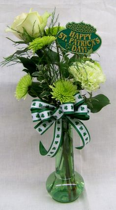 forget roses on valentines day! I wan green flowers for st paddys day! St. Patricks Day, Saint Patricks, St Patrick's Day Decorations, Irish Blessing, St Paddys Day, Luck Of The Irish, St Pattys, Green Flowers, Holiday Crafts