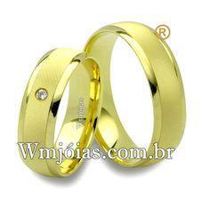 Aliança de noivado e casamento Aliança em ouro amarelo 18k 750 Peso: 9 gramas o par Pedras: 1 diamante de 1 ponto Altura : 1,00 mm largura: 5 mm Anatômico baixo Acabamento fosco e liso  **DIAMANTE GRATUITO**