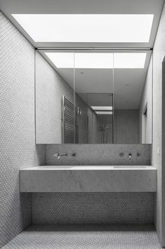 Victorian Gets Addition and Renovation b.e architecture's Canterbury Road Residence projectb.e architecture's Canterbury Road Residence project Bathroom Spa, Bathroom Toilets, Laundry In Bathroom, Small Bathroom, Washroom, Bathroom Ideas, Modern Victorian, Victorian Homes, Public Bathrooms