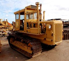 Caterpillar revived the name in 1967 with the introduction of two models, a direct drive and a power shift, available in either or gauges. Track Roller, Welding Rigs, John Deere Tractors, Jeep Truck, Heavy Equipment, Caterpillar, Idaho, Military Vehicles, Tacoma Toyota