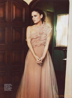 Te casarías de rosa palo? #novias / Would get #married in pale pink? Valentino Rosette Gown